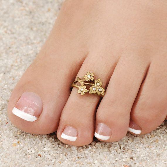The Jewels of the Golden Globes, Necklace, Toe rings