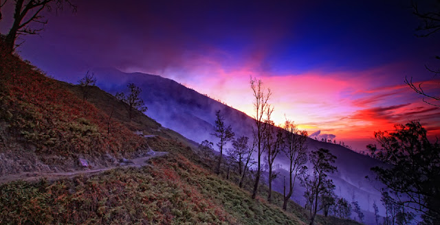 Sunrise di Kawah Ijen.