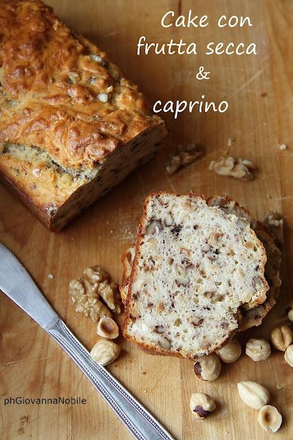 Cake con caprino, nocciole e noci