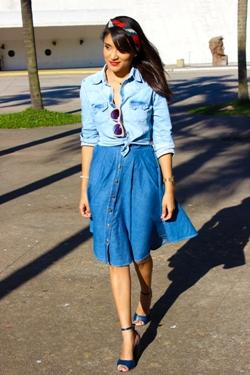 estilo anos cinquenta, saia midi jeans, camisa jeans, estilo anos sessenta, girlie, pin-up, sandália azul, she inside, renner, ellus, bandana, lenço, look do dia, estilo pessoal, blog de moda