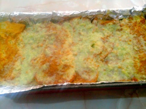 Pastel de bizcochos en el molde