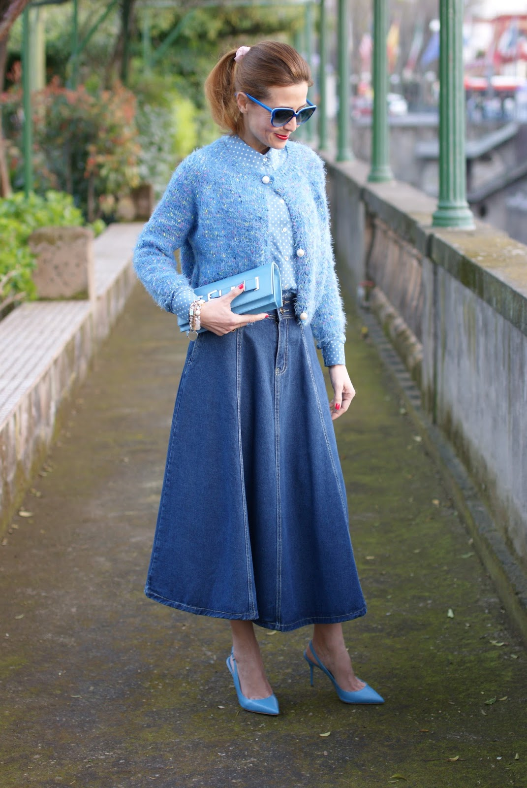 Denim midi circle skirt, star print shirt and Le Silla shoes on Fashion and Cookies fashion blog, fashion blogger style