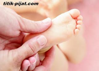 http://www.titik-pijat.com/2017/08/cara-pijat-bayi-yang-benar.html