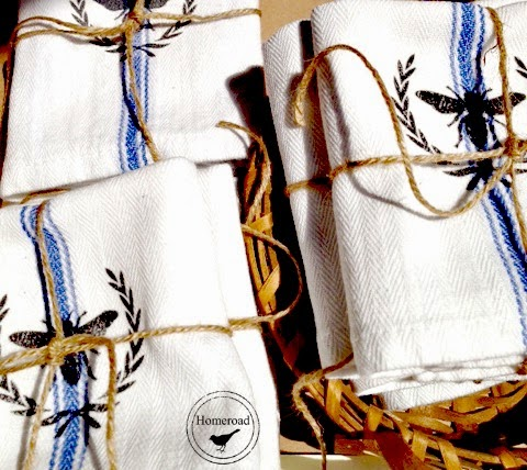 cotton-dish-towels-with-a-bee-and-wreath www.homeroad.net