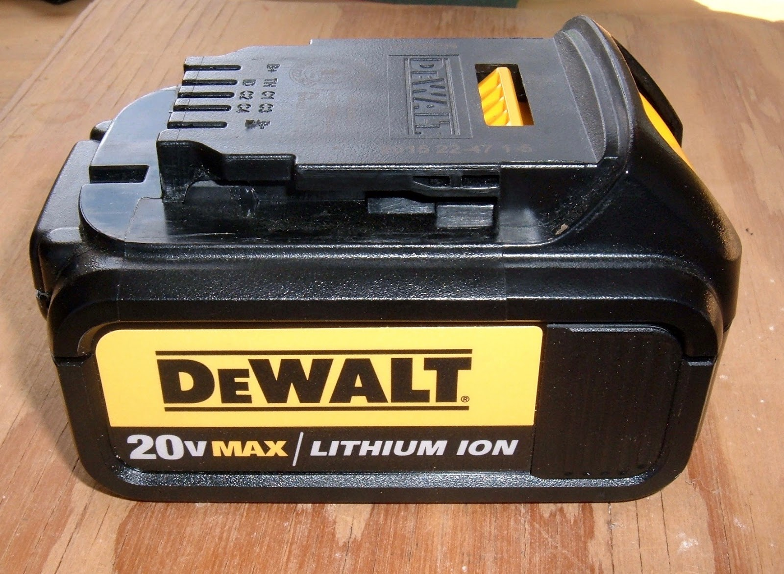 Syonyks Project Blog Dewalt 20v Max 30ah Battery Pack Teardown Details About 3 X Case 18650 Box With Protection Circuit 37v Analysis