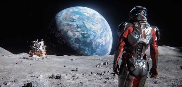 Otro personaje en traje espacial en la galaxia Andromeda en Mass Effect Andromeda, el videojuego de BioWare