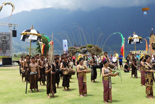 Pura Ulum Danu Batram - Bali
