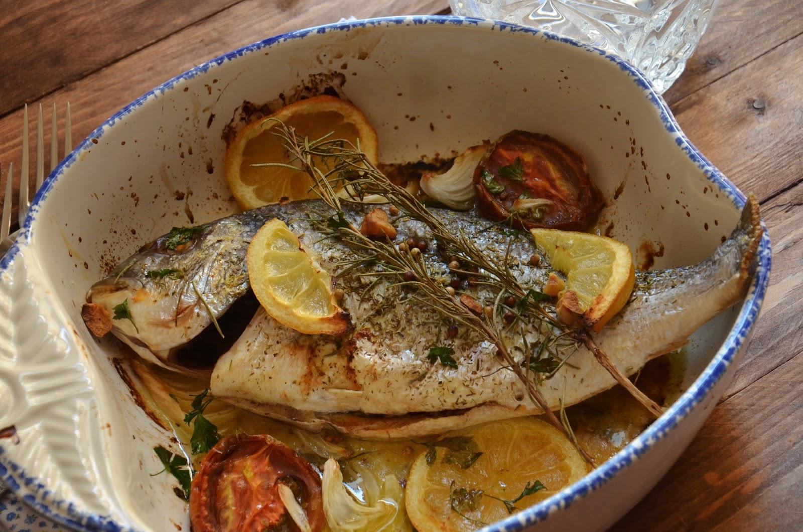 Cuchillito y tenedor dorada al horno con romero y lim n for Como cocinar pescado al horno