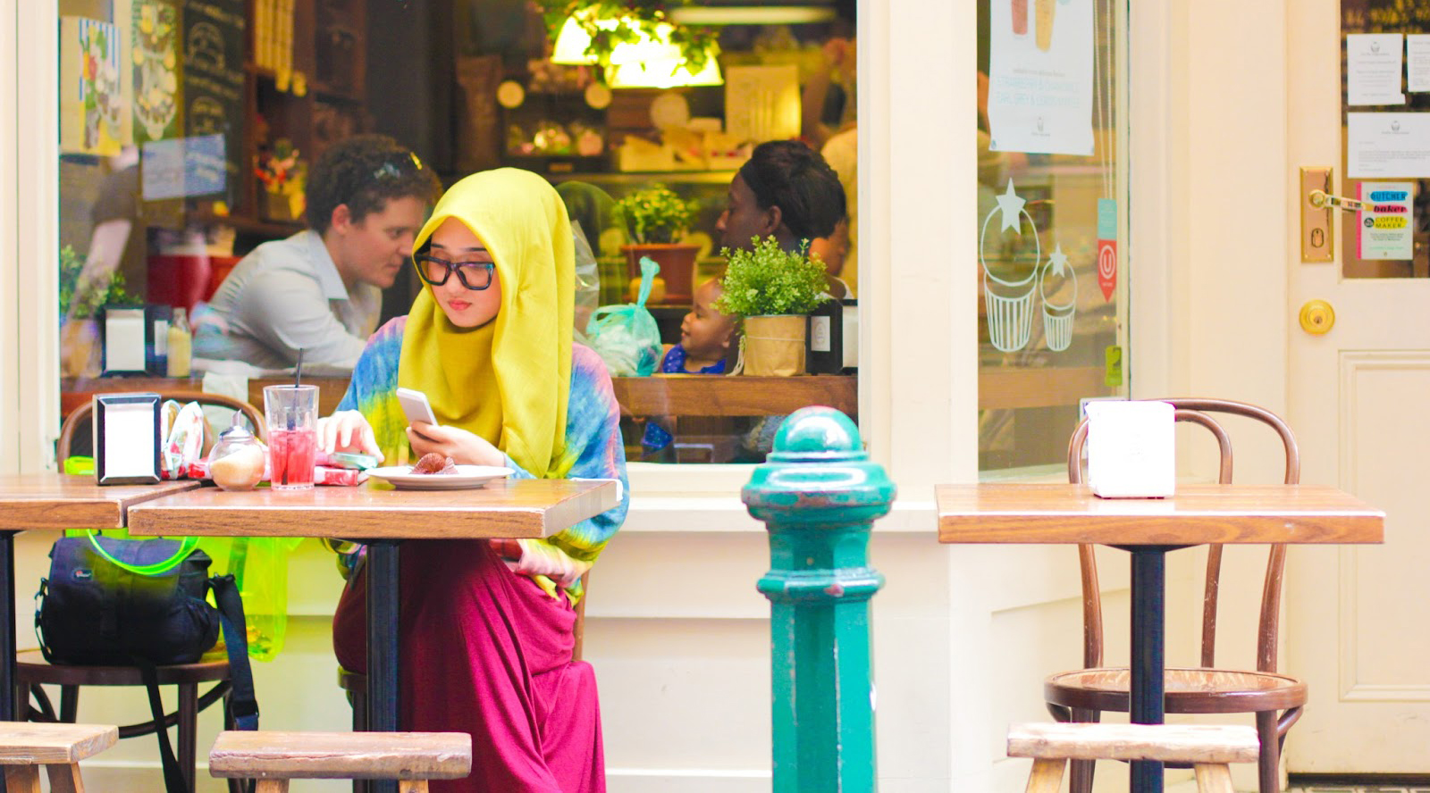 hijab cantik manis cewek IGo terkenal di Internasional dengan fashion dan gamis