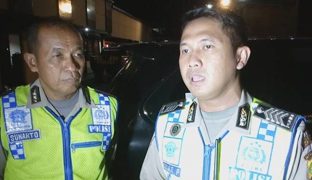 Kebablasan Mak! Seorang Ibu di Depok Marah-Marah Maki Anggota Polisi Saat Dicegat
