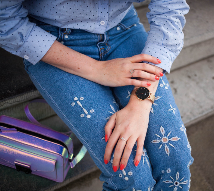 Outfit: embroidered jeans, daniel wellington watch