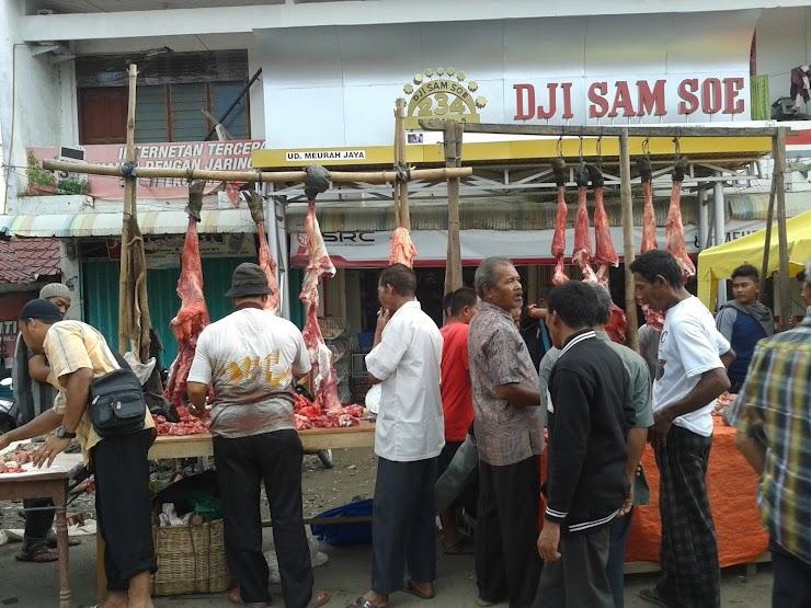 Meugang adalah cara masyarakat aceh menyambut puasa ramdhan, lebaran idul fitri dan idul adha.