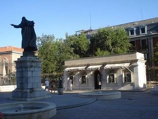 Exposición de los mantos de la Virgen de la Almudena en la Catedral de la Almudena