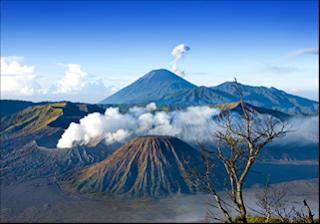 Legenda Gunung Semeru, Singasana Para Dewa dan Paku Bumi Jawa