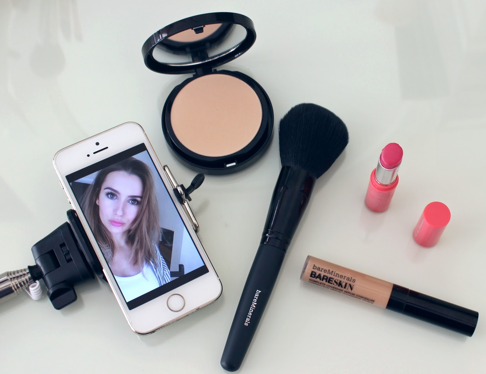 b856a7caab BEAUTY   LE CHIC  Let s Take a (BARE) Selfie
