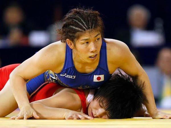 Milf wrestling pic 27