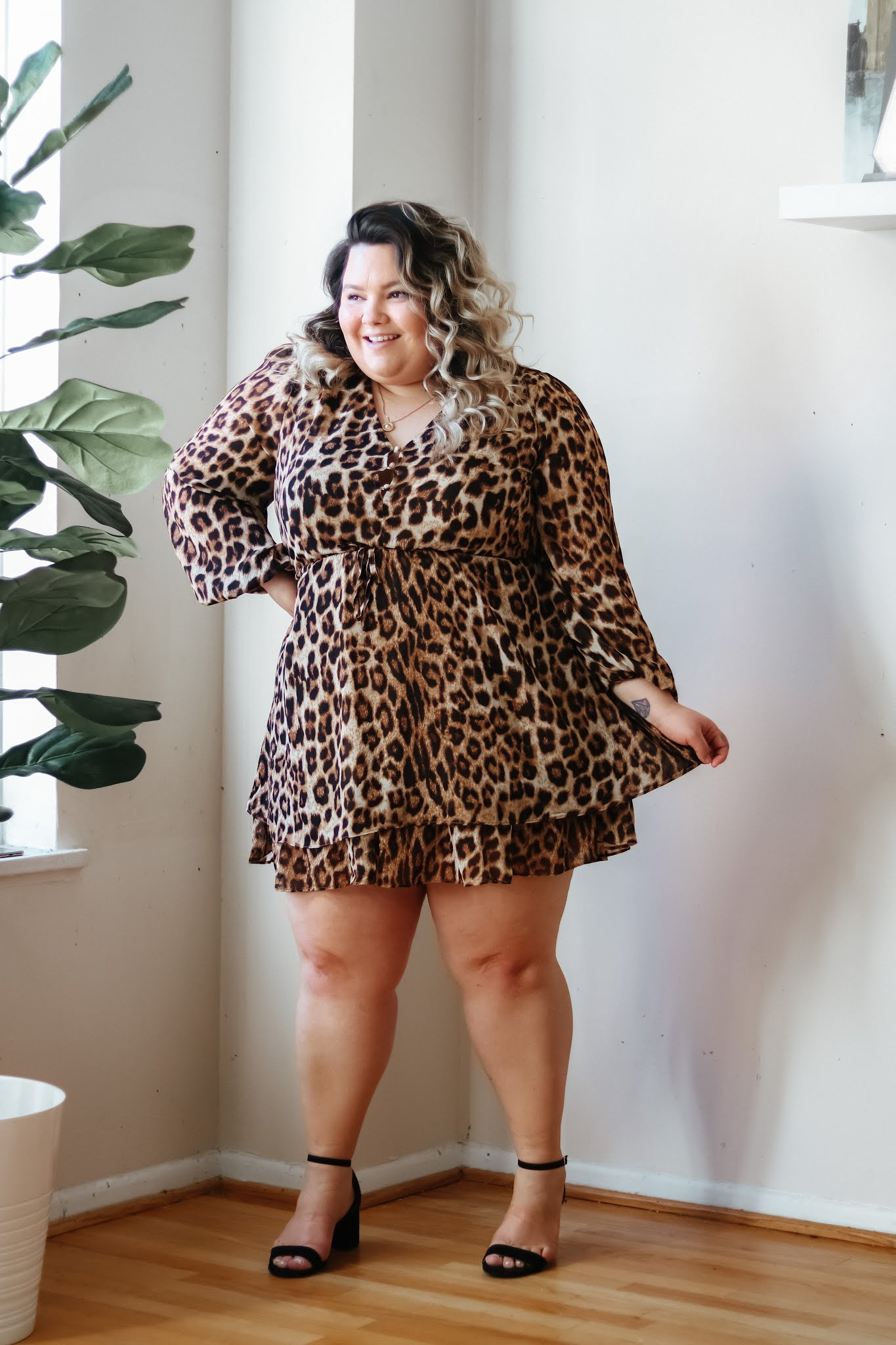 Chicago Plus Size Petite Fashion Blogger, influencer, and model Natalie in the City Craig reviews Common Assembly