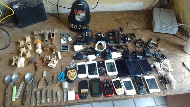 Polícia apreende celulares e vários objetos na Cadeia Pública de Bezerros