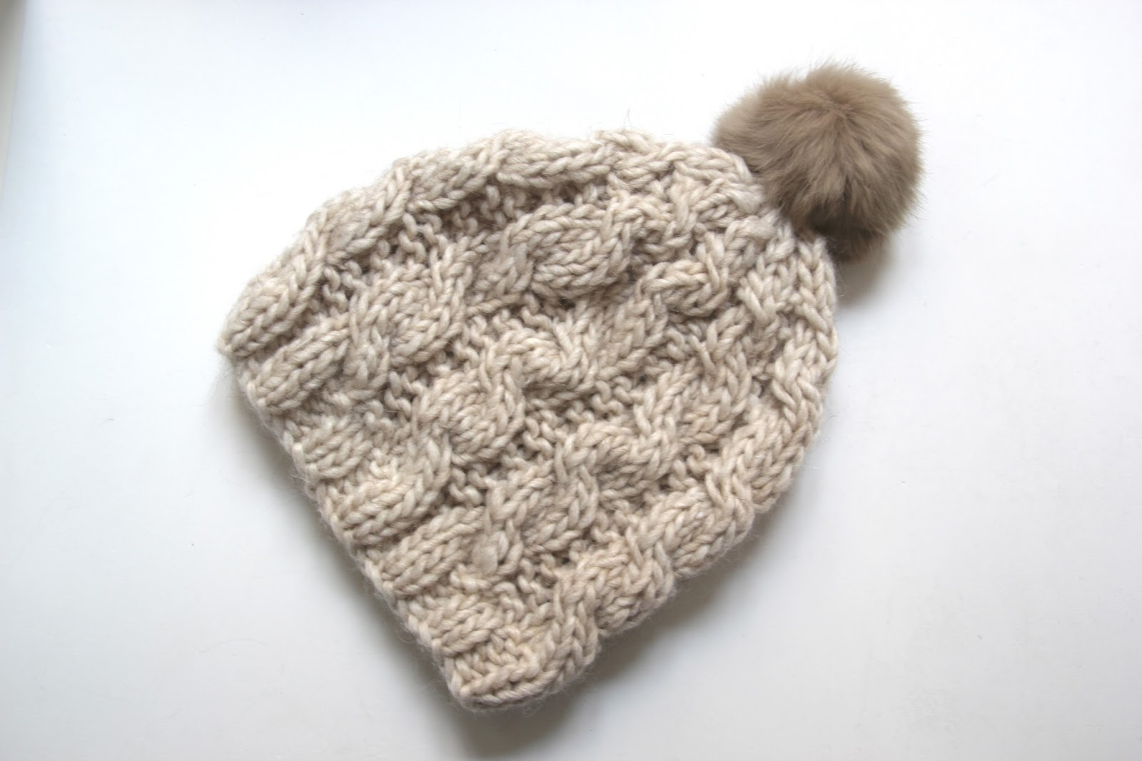 bf117c21e05f0 Tutorial de lana  Como hacer gorro trenzado (patrones gratis)