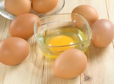 Cách đắp mặt nạ trứng gà trị mụn hiệu quả tại nhà