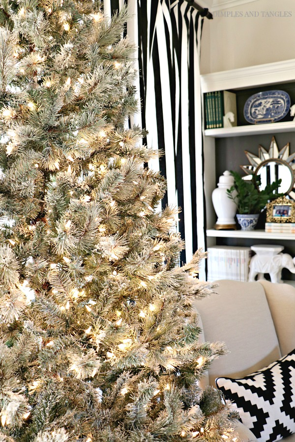 how to flock a christmas tree, snowy christmas tree, flocking instructions, snow flock, black and white striped curtains