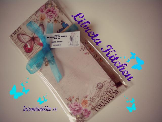 una original libreta de notas con un pequeño imán para ideal para colocar en la nevera, un buen, bonito y barato detalle para tus invitados de boda