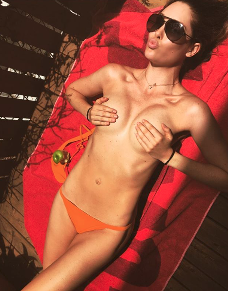 Aussie model Erin McNaught turns up the heat in naked selfie