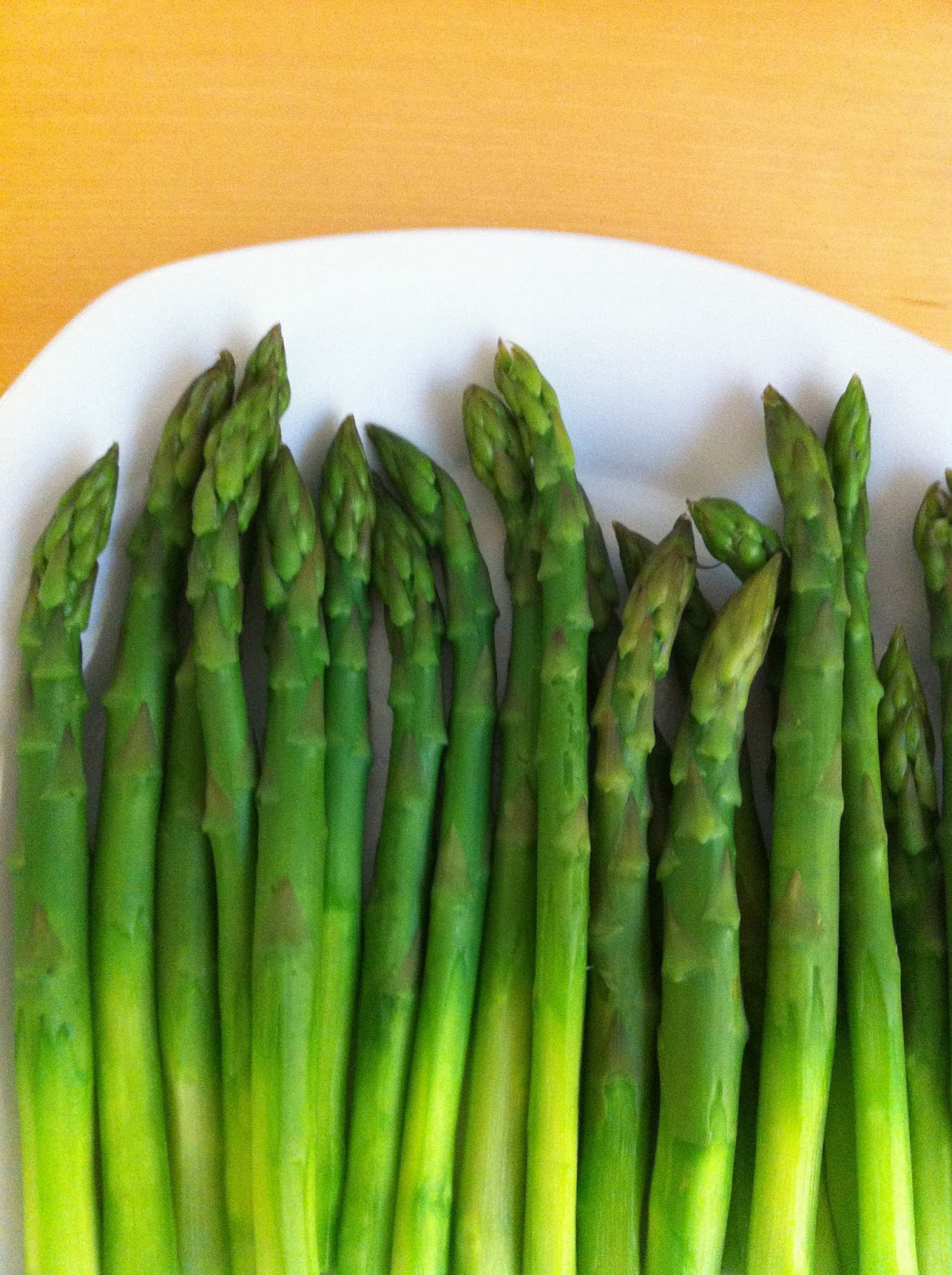 cooked and plated asparagus stalks