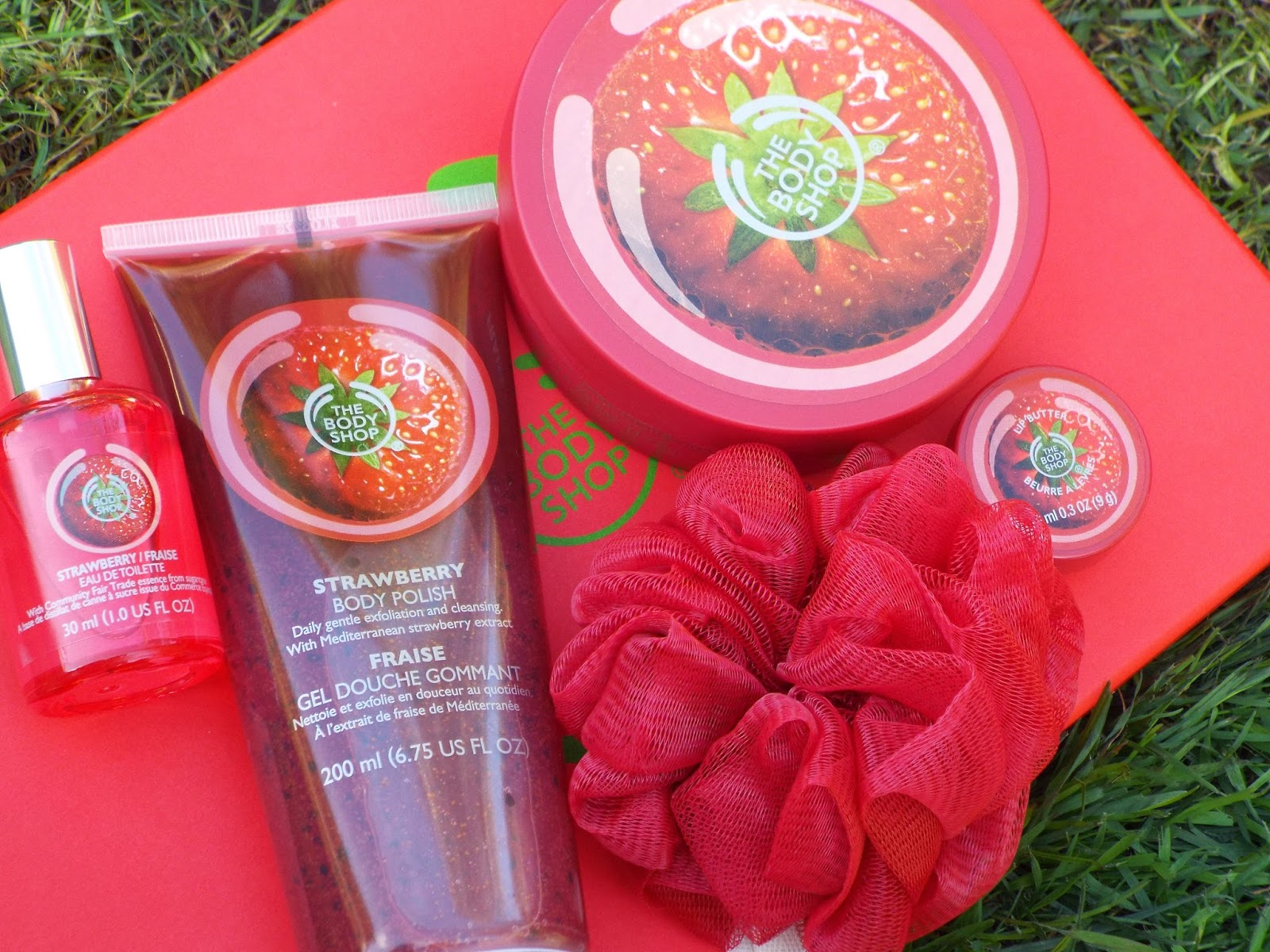 image of body shop strawberry gift set