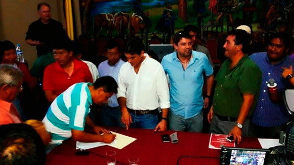 Suspenden el paro indefinido de transporte en Tarija