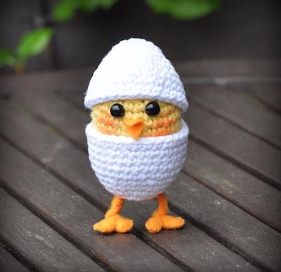 Вязаный цыпленок в яйце крючком