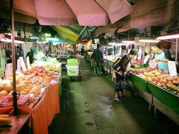 ここはChengzhong Market(城中市場)