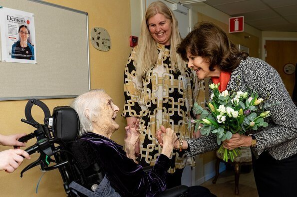 Queen Silvia visited Silviahemmet Foundation's Lotsens nursing and care home in Nynäshamn. The home was founded in 1996