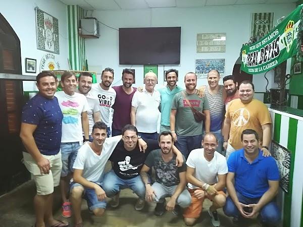 Este será el grupo de la comparsa LOS MAJARAS del Puerto de Santa María.