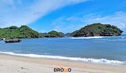 pantai teluk asmoro, sendangbiru, malang selatan