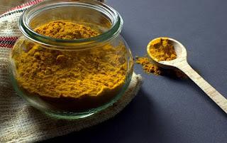 Turmeric powder: Home remedy for skin whitening