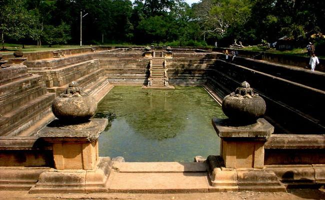 Xvlor.com Abhayagiri Vihara is complex of Buddhist sites in Anuradhapura