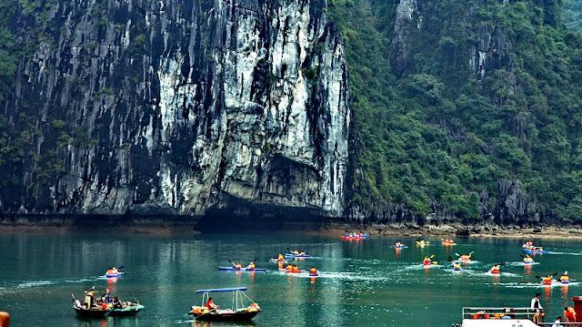 Halong Bay kayaking tours 2
