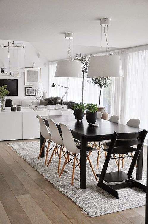 15 comedores decorados en blanco y negro for Decoracion interior living comedor
