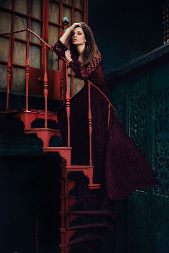 Maria Menounos sexy models photo shoot for Health magazine