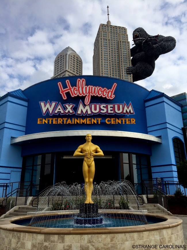 King Kong Giant Oscar Statue At Hollywood Wax Museum Myrtle Beach Sc Strange Carolinas The Travelogue Of Offbeat
