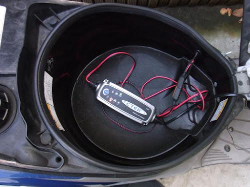 CTEK JS3300バッテリーチャージャー&メンテナー 充電完了