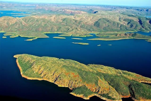 Amazing Natural Wonders of Australia by Marie Nieves
