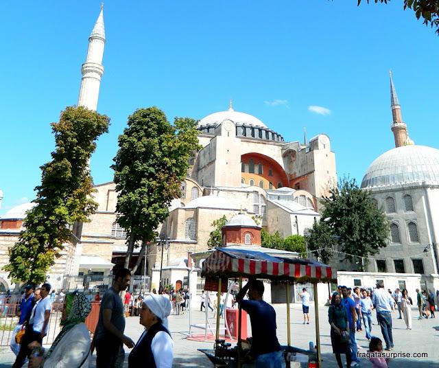 Barraquinha de kebab na Praça Sultanahmet, em Istambul