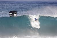 8 Caio Ibelli Billabong Pipe Masters foto WSL Damien Poullenot