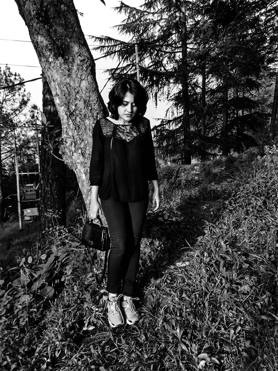 all black,black on black look,reebok shoes ,almora India travel diaries