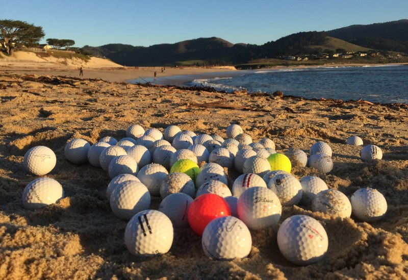 Bolas de golfe na praia