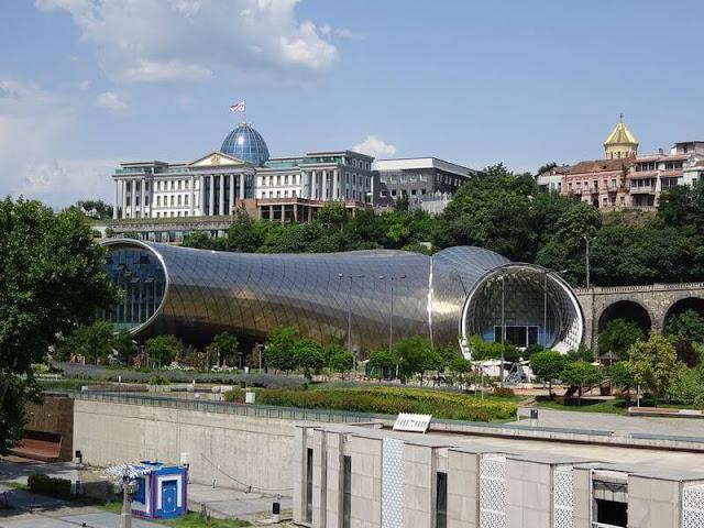Nuevo Teatro y Centro de Exposiciones del Parque de Rike de Tbilisi