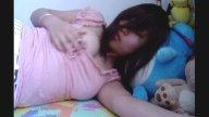 คลิปโป๊ไทย สาวเสื้อชมพูนอนสางหีบี้นมอวบๆ หัวนมสวยน่าดูดมากๆ เรท18+