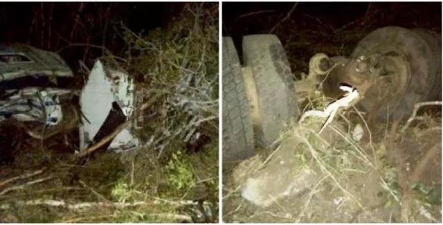 Carreta carregada de minério tomba na BA-142 entre Barra da Estiva e Ituaçu